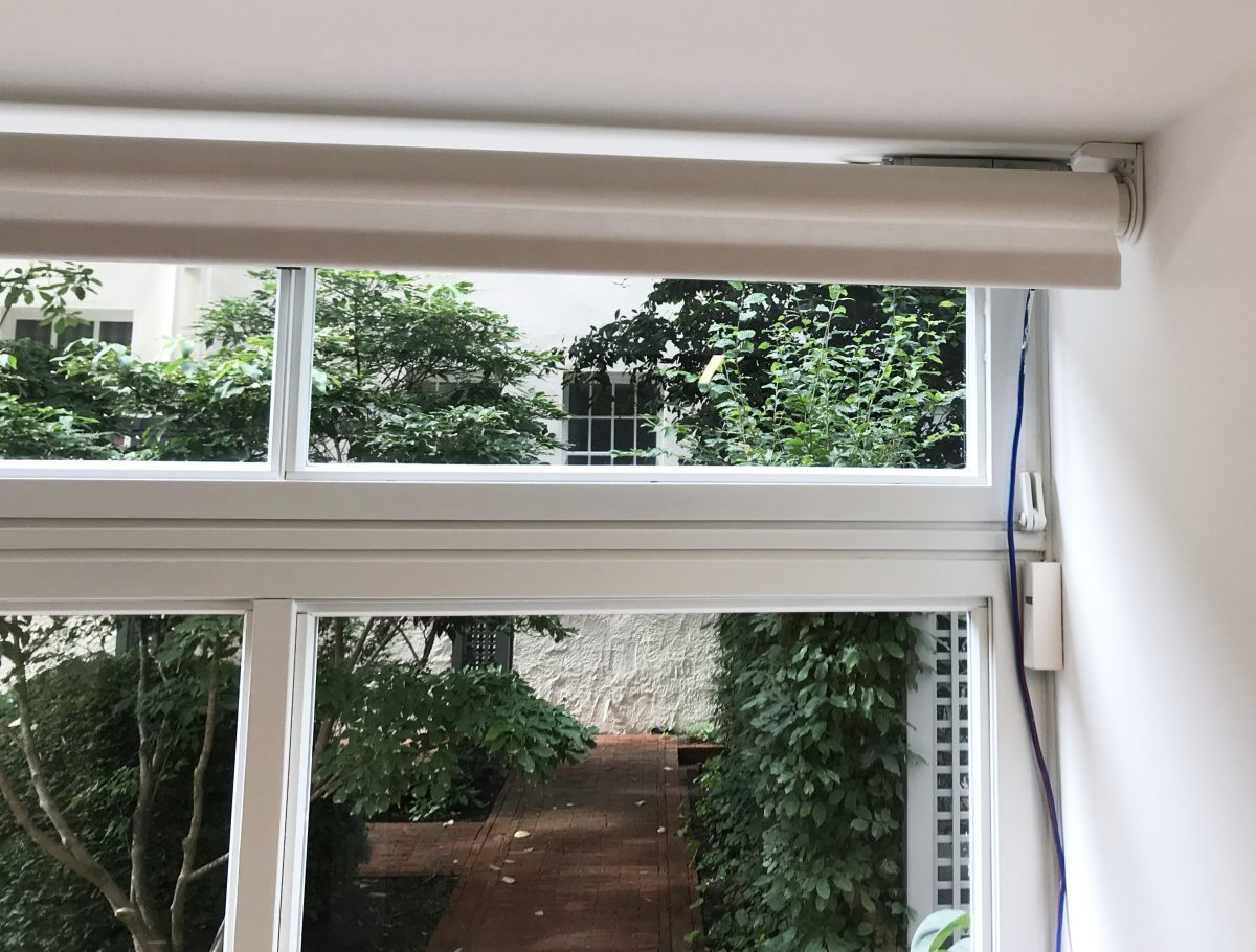 Electrically operated roller blind with surface-mounted in-line connector