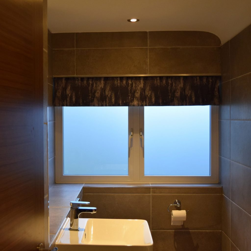 Main bathroom - Roman blind open