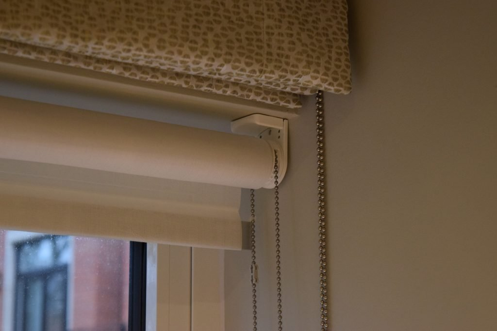 Third bedroom - Roman and Roller blinds up close