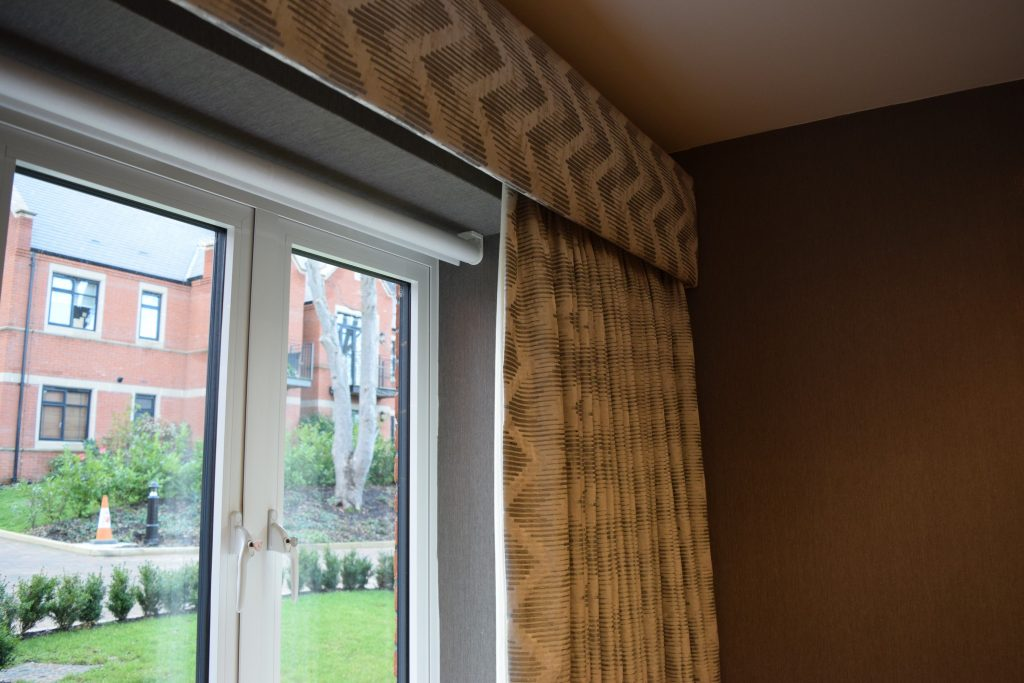 TV Lounge - Curtain & roller blind close-up
